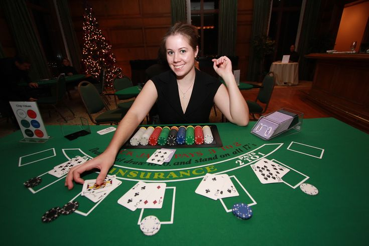 How many players play online poker