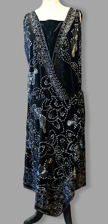 C 1920s Black Velvet Beaded Flapper Party Dress. Front