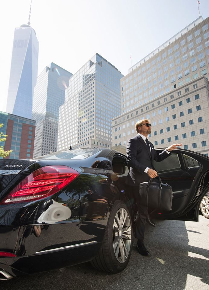 Sleek looks with the professional sailor and Mercedes-Benz Brand Ambassador Alex Thomson cruising through New York City in the new Mercedes-Benz S-Class. #suitedbyBOSS