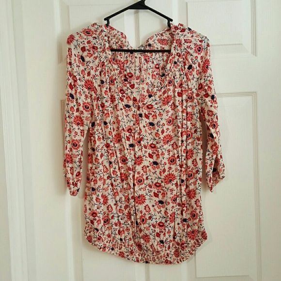 FINAL PRICE* Old Navy Maternity Top Floral Maternity Top. It's about a mid sleeve and only worn once Old Navy Tops