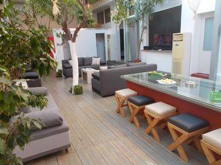 Interior garden house, spacious apartment in historical center of Athens