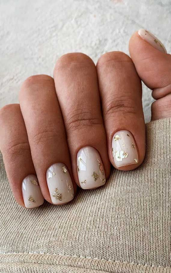 Gold Flake On Short Nails In 2020 Best Acrylic Nails Minimal Nails Minimal Nails Art