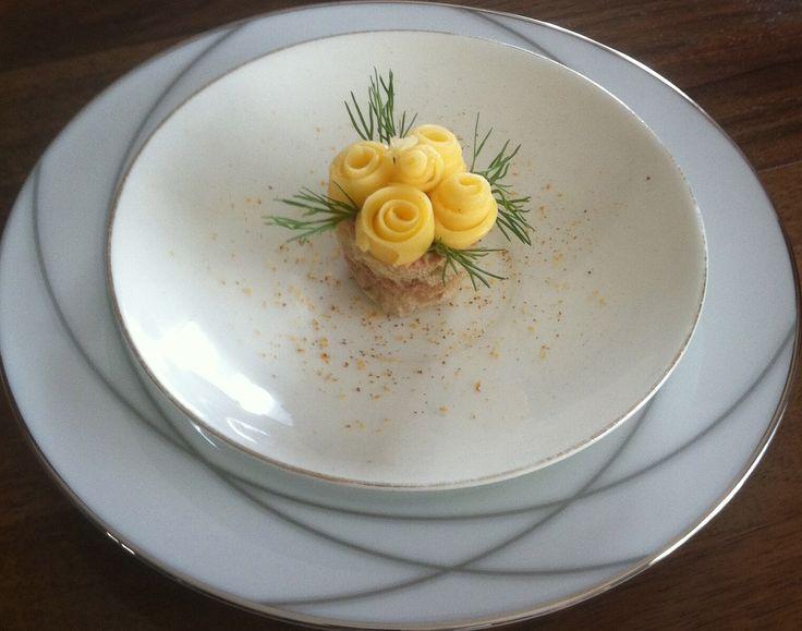 Amuse : zelfgemaakte paté  van kippenlever met kaasroosjes