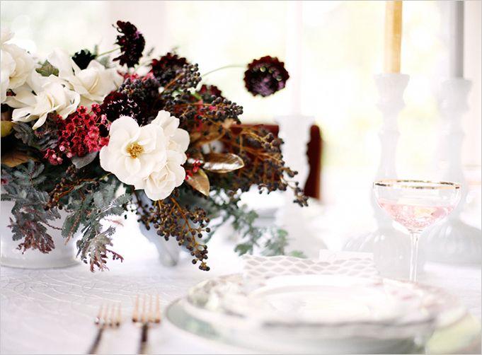 vitt och rött blomsterarrangemang  glitterguide