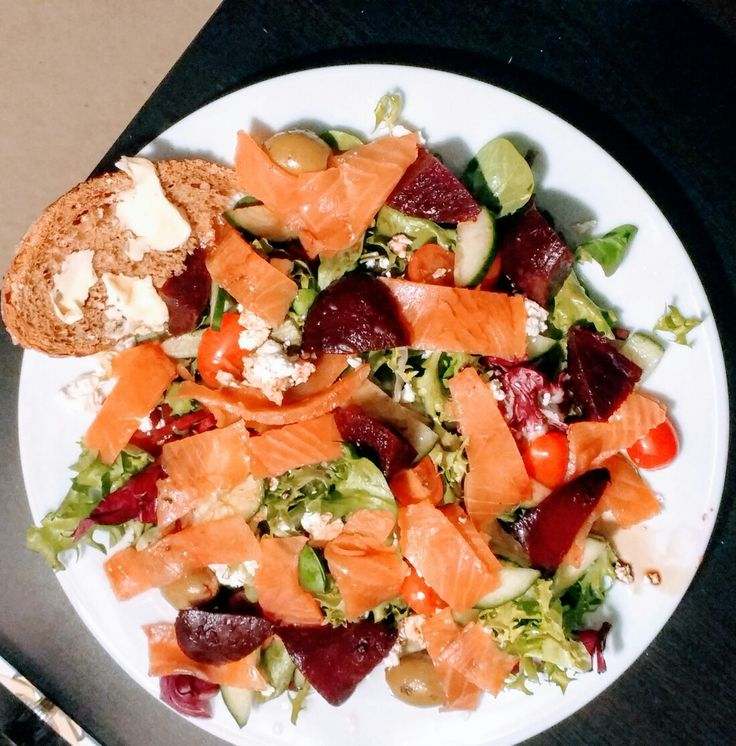 Smoked salmon and beetroot salad