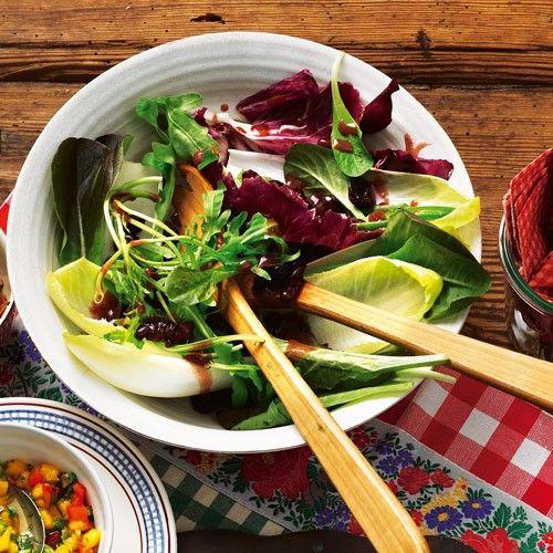 Blattsalat mit Kirsch-Vinaigrette - BRIGITTE