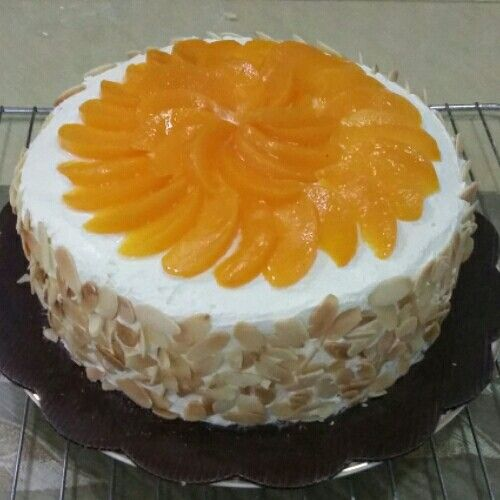 Brigif cake:almond; peach and cheese cream