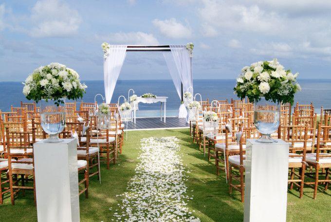 Wedding ceremony with ocean scenery | Top 10 Most Favorite Wedding Venues in Bali | http://www.bridestory.com/blog/top-10-most-favorite-wedding-venues-in-bali