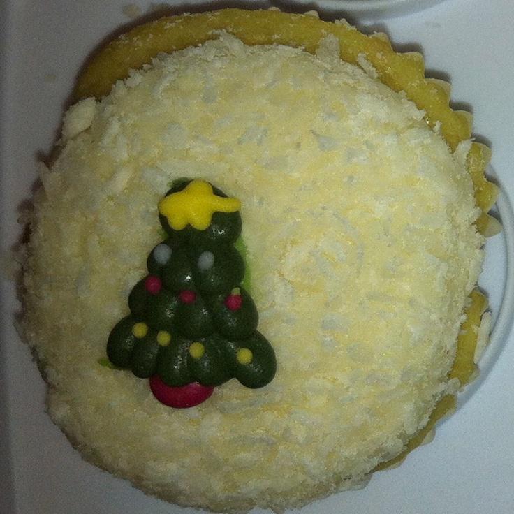 Snow cupcake with tree