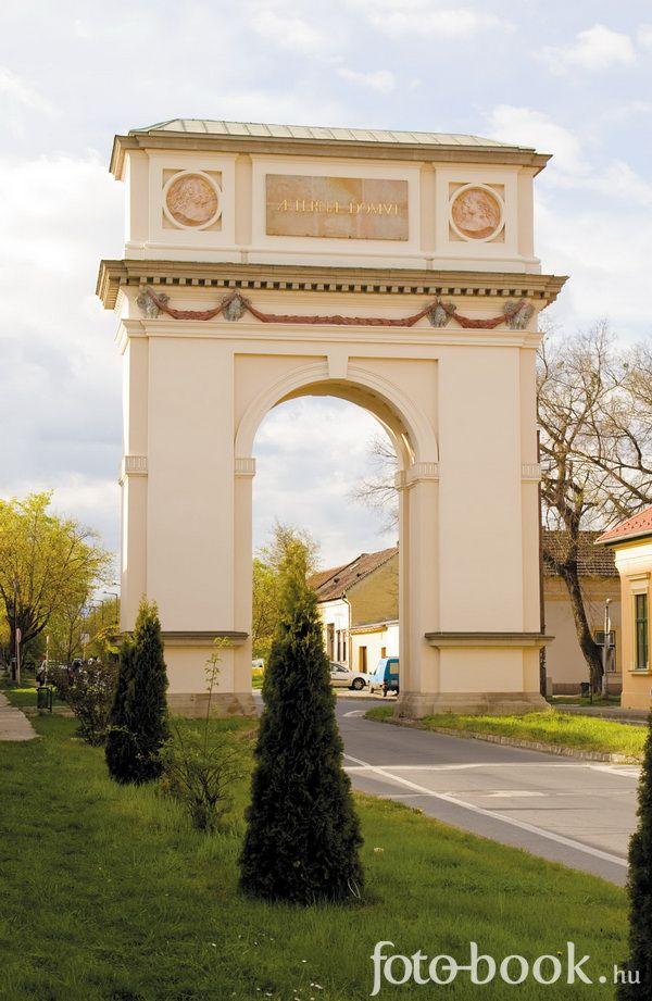Vác, Hungary ( #Arch of Triumph) #diadalív (Kőkapu)