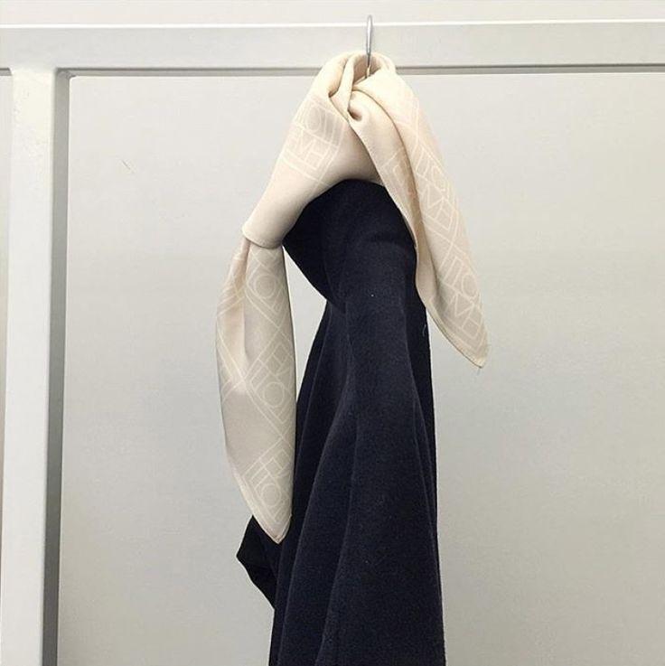 Toteme scarf - HANNA'S JOURNAL | Lily.fi