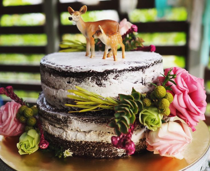 Flower cake. Rustic theme. Deer theme party.