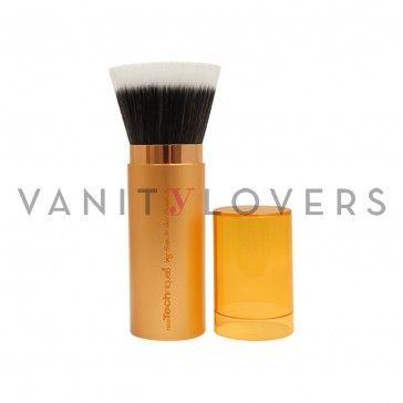 I  pennello makeup dal design retraibile perfetto per l'applicazione del bronzer.