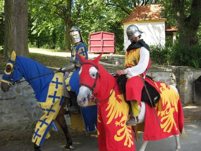 Blízké památky: Bouzov - bouzovští rytíři.