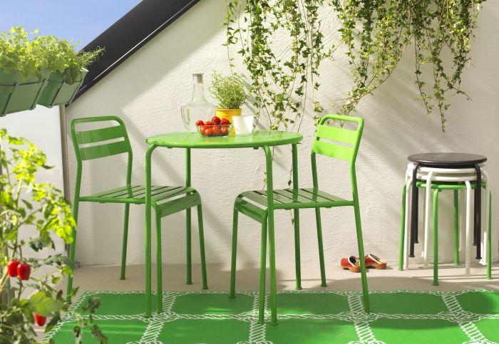 Se o jardim de Verão não está lá fora, tragam-nos para a vossa esplanada caseira. Uma cor faz verdadeiros milagres.