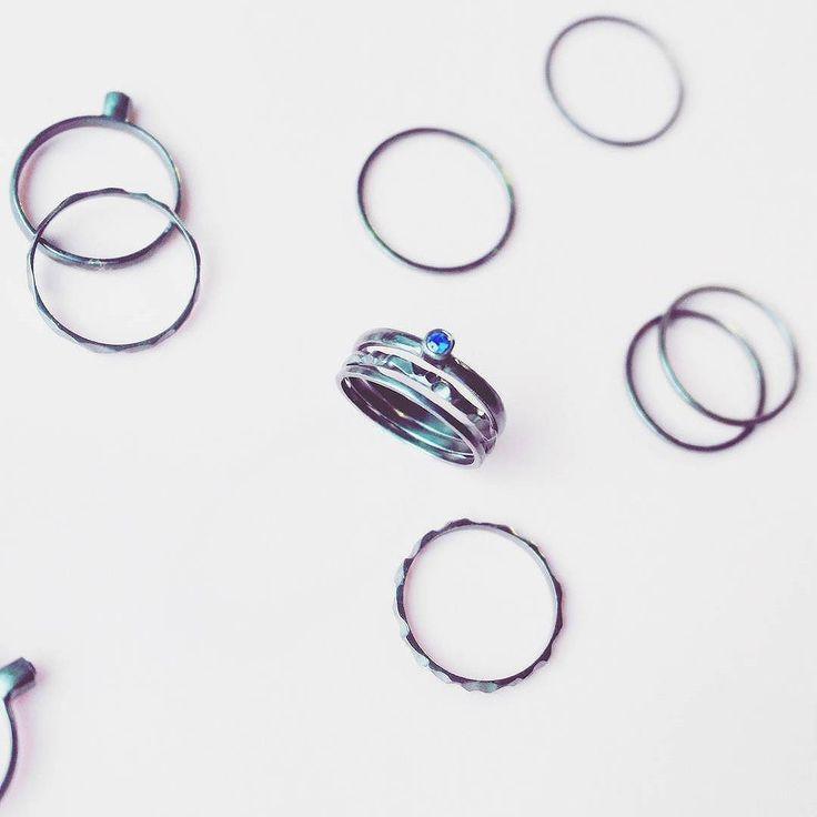 Тройное кольцо наносапфиром. серебро,чернение, наносапфир, ручная работа | «Ламбада-маркет»