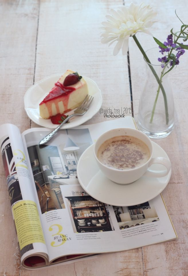 Coffee, dessert and magz