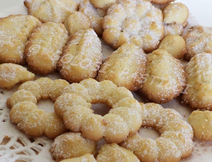 Biscotti+al+burro+con+la+sparabiscotti+