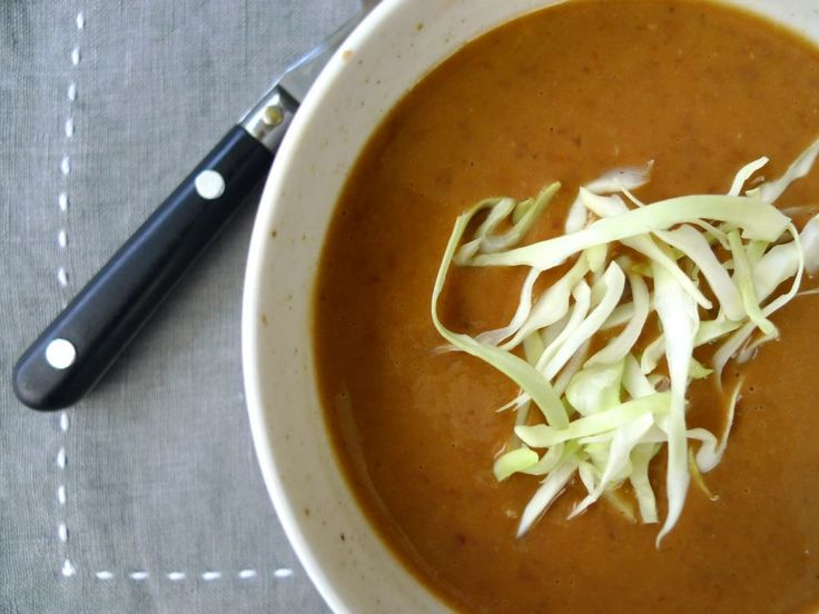Een smakelijke soep met bruine bonen, pindakaas en heerlijke Indische kruiden. Goed op een koude middag in het weekend.  | http://degezondekok.nl