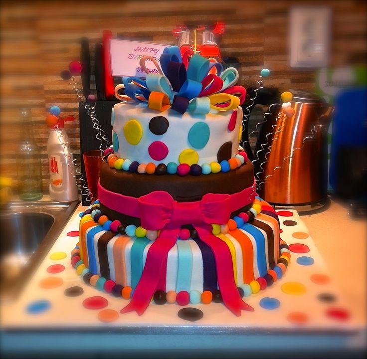 Flo's Cakes: Τούρτα Τριόροφη Δώρακια (8 Kgr)