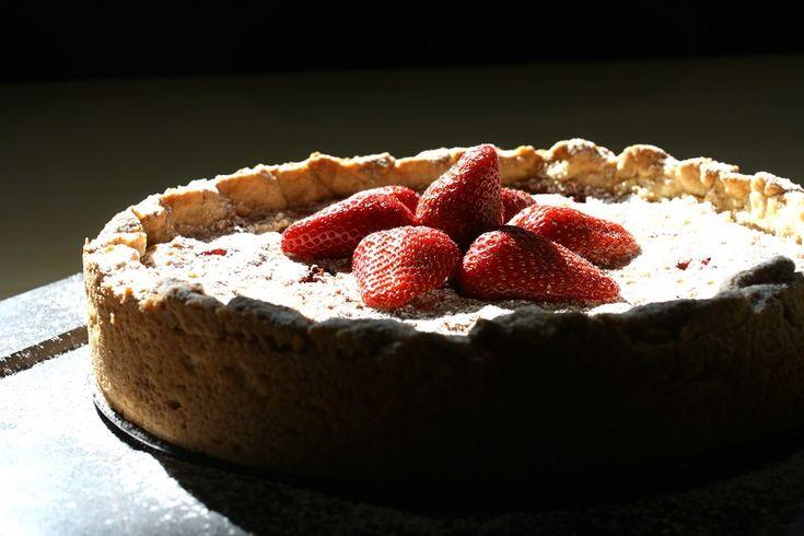 Τάρτα φράουλας με σαβαγιάρ- Juicy Strawberry Tart with Savayar Biscuits