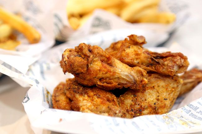 Wingstop Singapore – Popular Buffalo Wings Shop Lands at Bedok Mall + Christmas Giveaway