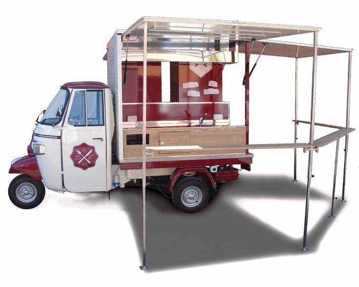 Piaggio ape negozio street food per vendita Tigelle, ristorazione emiliana. Osteria mobile completa di frigorifero, zona cucina estraibile, vano gas.