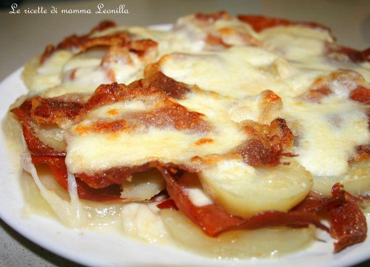 Pochi ingredienti e una semplice ricetta per preparare un gustoso tortino di patate prosciutto e mozzarella da proporre come piatto unico. Leggi la ricetta!