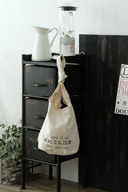 お悩み解決!300円ロゴ入りバッグでレジ袋収納 Everyday photostyling~おしゃれカッコいい暮らしのアイデア~大阪フォトスタイリング教室