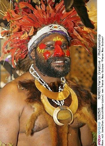 Mann mit bemaltem GesichtAboriginal man Papua New Guinea (Papua New Guinea) -- Adorer Afrique Afrique De L'ouest Amour Asie Asie Du Sud-est Aventure Barbe Cérémonie Evènement Guinée Homme Indonésie Loisirs Masculin Mélanésie Neuf Nouvelle-guinée Nouvelle-guinée Occidentale Océanie Papouasie-nouvelle-guinée Peindre Peint Personnage Portrait Sentiment Tendresse Tourisme Voyage Voyageur