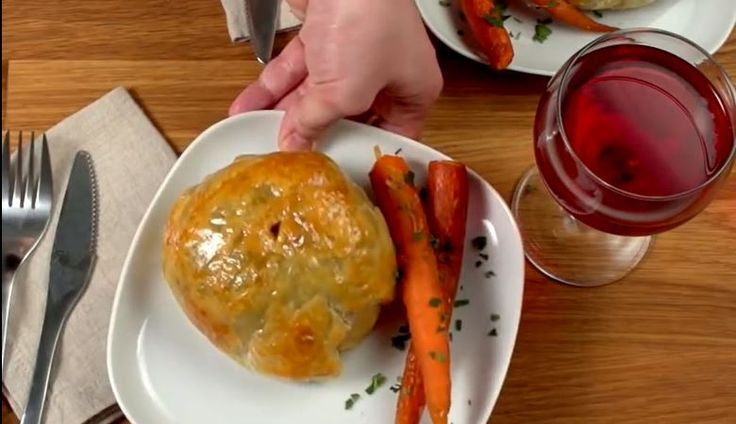 There are few dishes more elegant or impressive than the beef wellington. Make your own with this easy recipe.