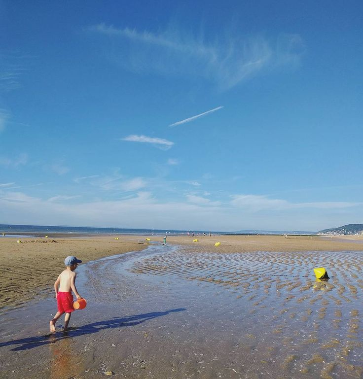 """""""It takescourage to grow up and become who you really are."""" - e. e. cumming  #plage #summertime #summer #ete #normandie #ilfaitbeau #photooftheday #picoftheday #vacances #holiday #bluesky #bestoffrance #instagood #instalike #beautiful #love #instadaily #instafrance #cabourg #beautifulfrance #destination #wanderlust"""
