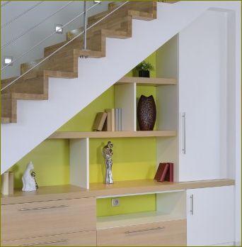 Idées d'aménagement sous un escalier.