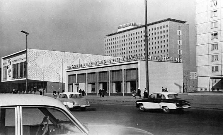 Berlin DDR 1965 Das Hotel Berolina an der Karl Marx Allee (13 Etagen,375 Zimmer)