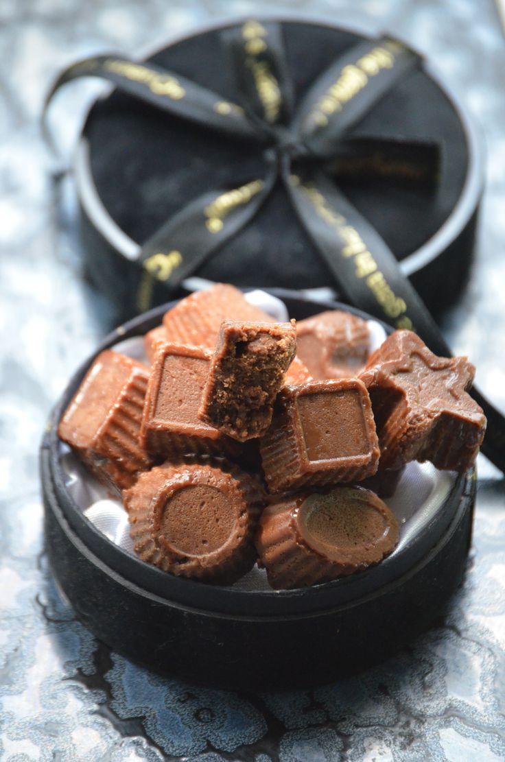 ШОКОЛАДНЫЕ ИРИСКИ!  Маленькие, вкусные конфетки, которые легко сделать своими руками!  http://www.koolinar.ru/recipe/view/123776