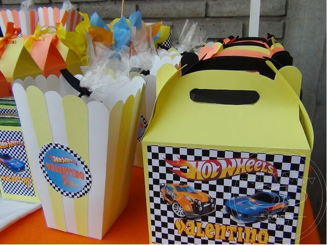 SD Eventos: HOT WHEELS PARA TINO! Candy Bar Hot Wheels  Hot Wheels Sweet Table Hot Wheels candys Hot Wheels birthday Hot Wheels Party Cumpleaños Hot Wheels Candy bags Pochocleras Pop corn box Party favors Cajitas souvenirs