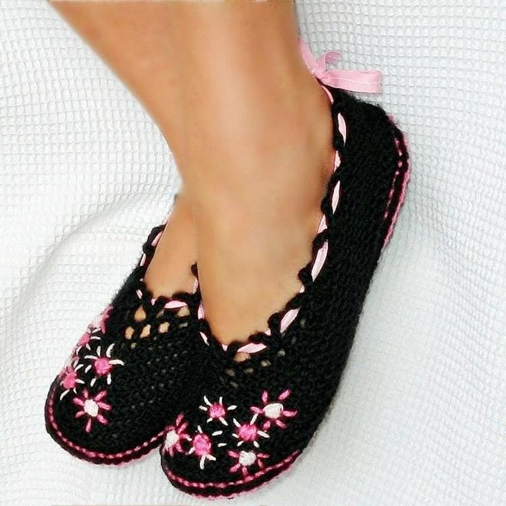 Ballet Slippers Women and Kids Pattern. Pattern is not free, but I love the look and the variations are endless.