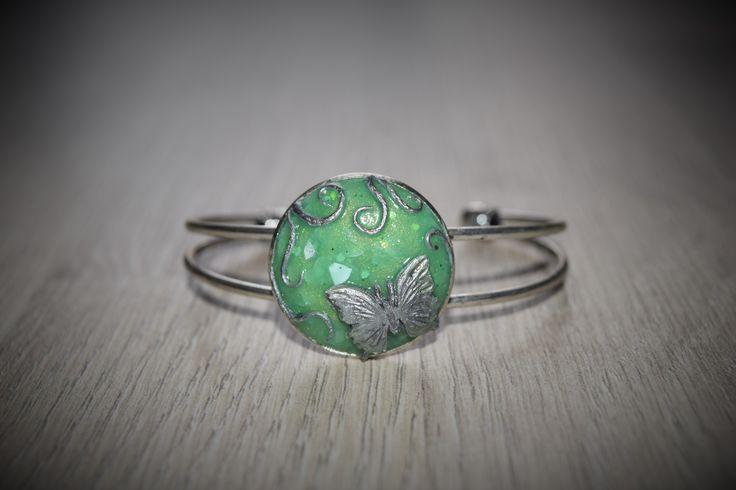 Bracelet pierre vert jade et papillon argenté en fimo : Bracelet par melicreart