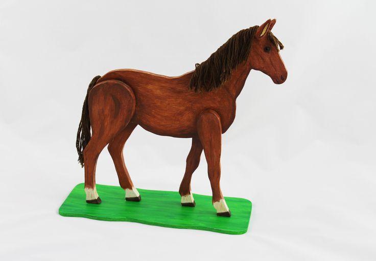 #holzdeko #pferd #deko #handarbeit Ein Deko Pferd aus Holz. Es ist handbemalt und die Haare sind aus Schnüren.