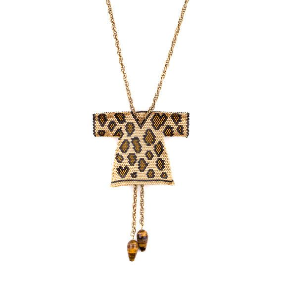 Collar de Miyuki Brickstitch leopardo caftán (Kaftan)  El caftán ha servido como un símbolo de la realeza en algunas culturas para los millares de años.  Dimensiones de caftán: longitud 6.5 cm(2.56) wİdth 8 cm(3.15) Longitud de la cadena de latón especial: 80 cm(31.50) No se recomienda entrar en contacto con agua y perfume.  Listo para enviar en 1-2 día.