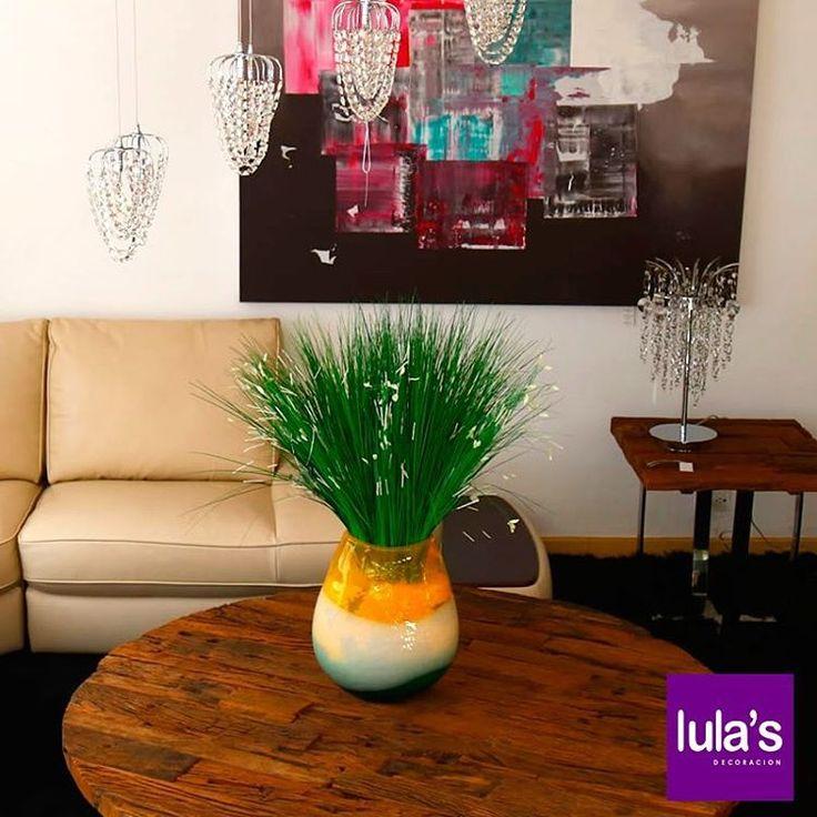 A veces solo hace falta un objeto importante en tamaño para decorar con protagonismo un espacio, el resto puede ser más minimalista para crear un ambiente sofisticado. Los Jarrones o Floreros de gran tamaño funcionan a la perfección.  #Decoración #Decorar #Sala #Comedores #Hogar #AccesoriosHogar .  Estamos ubicados en la transversal 6 # 45 -79 Patio Bonito, Medellín, Tel: 2684641