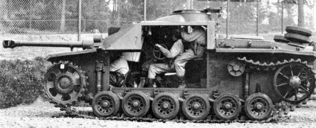 StuG III, LOOK HOW TIGHT Was The SPACE For The Crew!