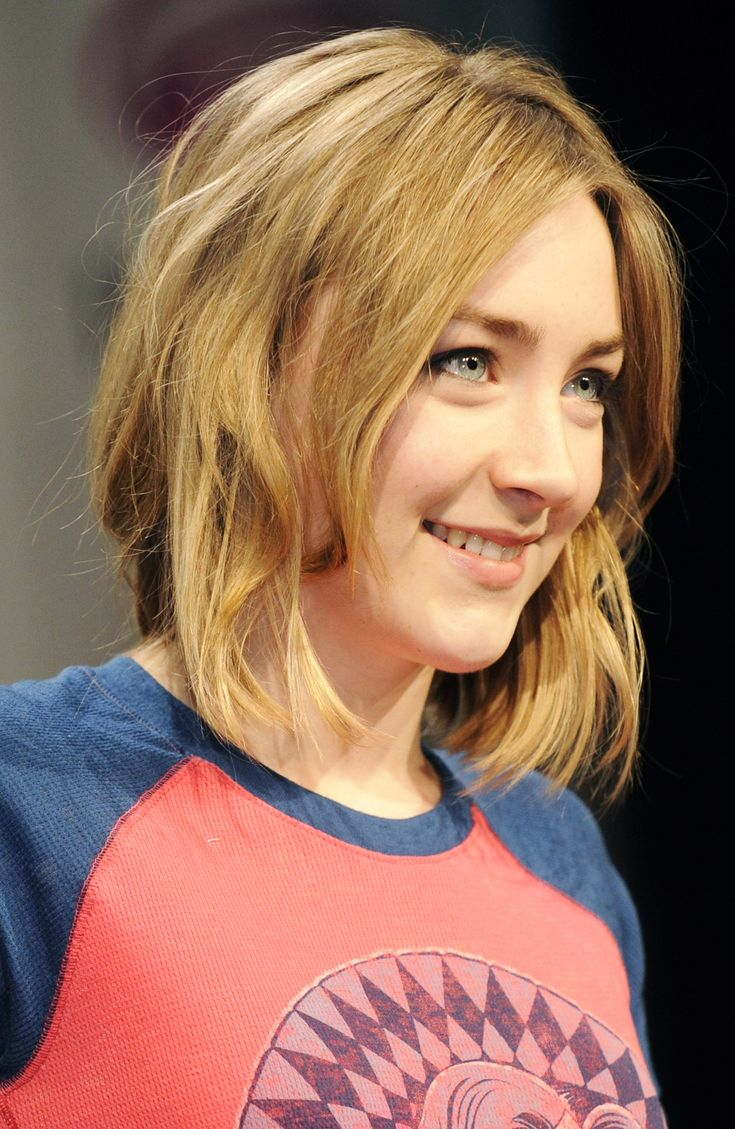 Medium length shaggy blonde hair - Saoirse Ronan