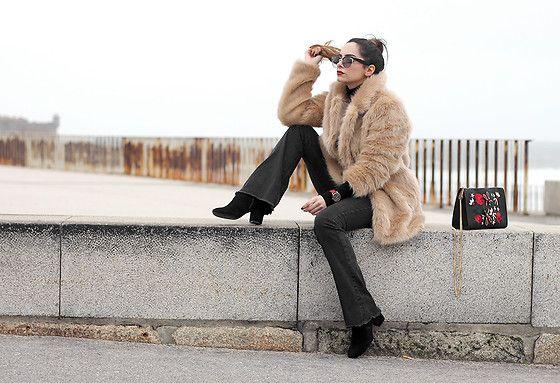 Bárbara Marques - Primark Coat, Brownie Pants, Stradivarius Boot, Miu Sunglasses, Zara Bag - Timeless