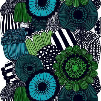 Den snygga vaxduken Siirtolapuutarha från Marimekko är formgiven av Maija Louekari 2009 och har sedan dess varit ett mycket populärt mönster som återkommer på bland annat tyg och skålar. Vaxduken är perfekt att ha utomhus på sommaren och inomhus resten av året som en vacker bordsduk.