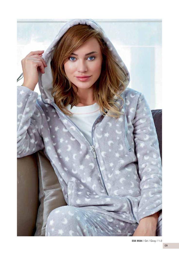 Eros ESK 9584 Polar Hırka https://www.mark-ha.com/polar-pijama-takim #markhacom #hırka #hırkamodelleri #polar #polarhırka #polarpijama #desenli #yıldız #ay #gri #bayangiyim #pijama #pijamatakım #bayanpijama