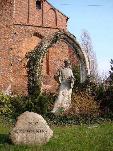 An der Marienkirche in Rügenwalde Kreis Schlawe