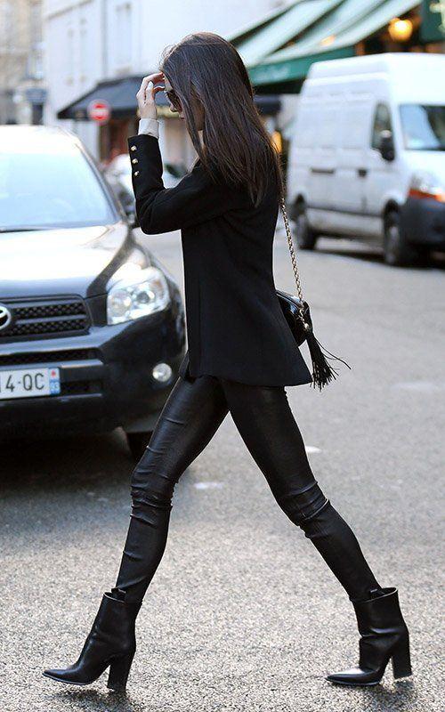 Τα δερμάτινα παντελόνια σε casual-chic εμφανίσεις | Jenny.gr