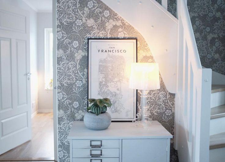 """80 gilla-markeringar, 4 kommentarer - Jenny (@wellhellohome) på Instagram: """"Gammalt arkivskåp, perfekt förvaring i hallen ☺️ #homeinspiration #homestyling #gamlating #kartell…"""""""