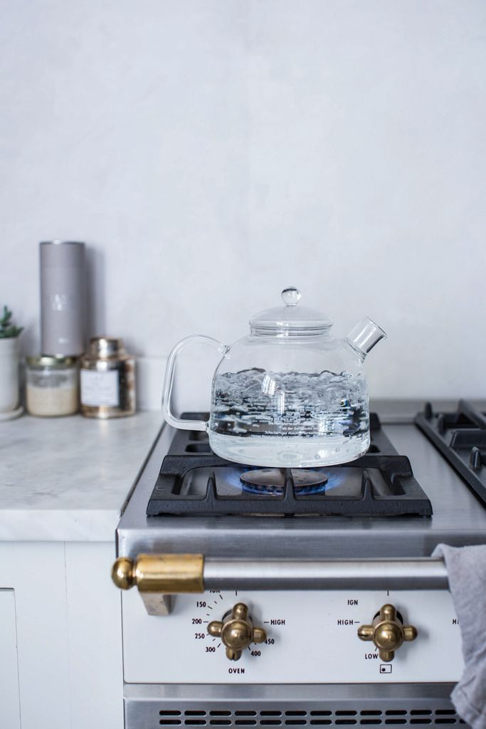 Dreamy stovetop + clear glass kettle